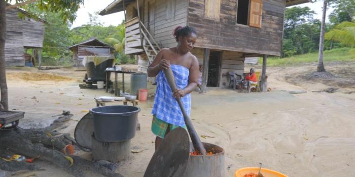 Matawai vrouwen blij met peper